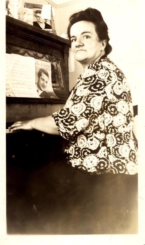 Mom at- her mom on- piano 5-29-481