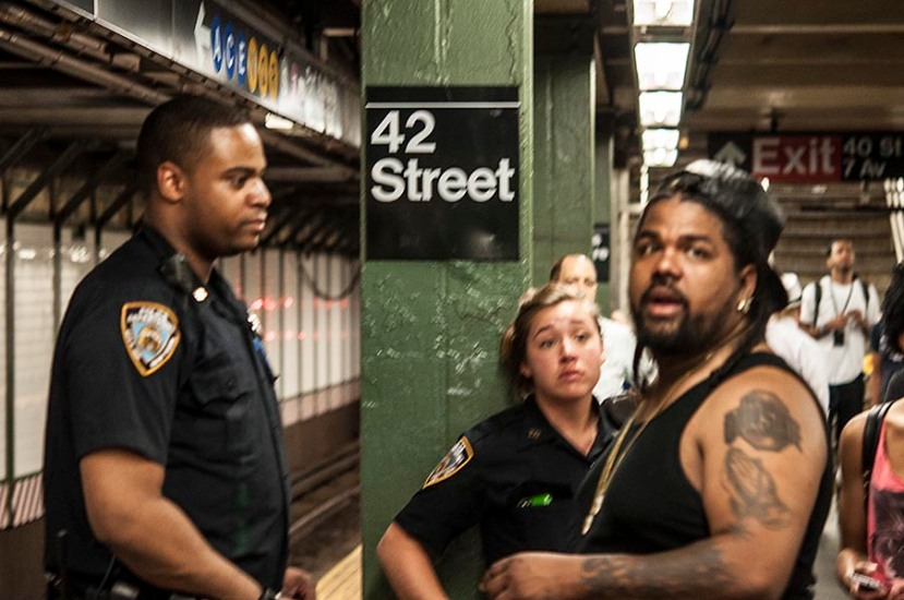 cops give directionsDSC_9204