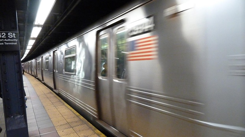 Train flag 42stP1080589