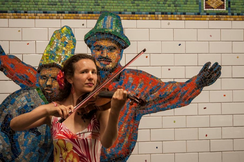 Violinist playsDSC_9257