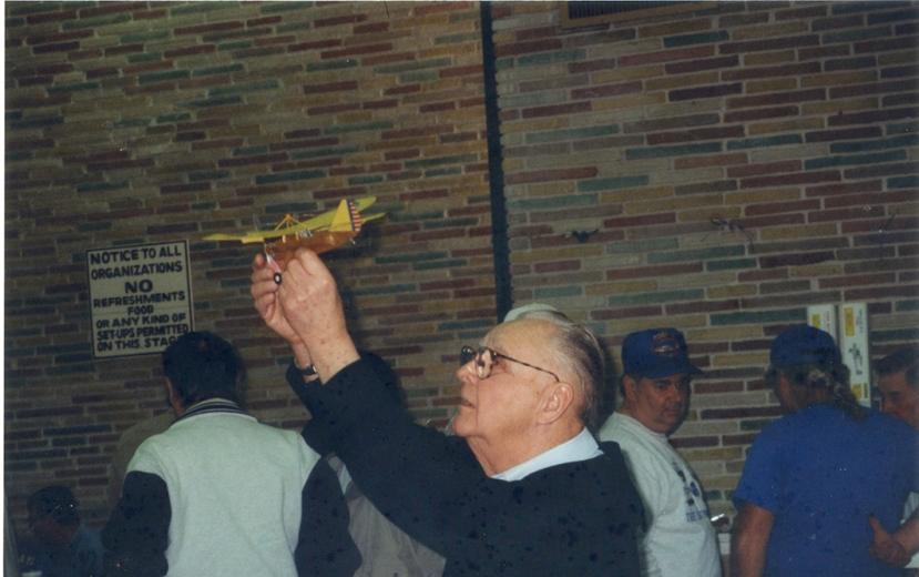 Bob horiz holding plane up