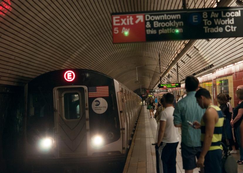 Subway train in staDSC_9323