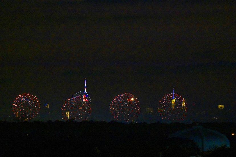 Fireworks w building DSC_3436.jpg